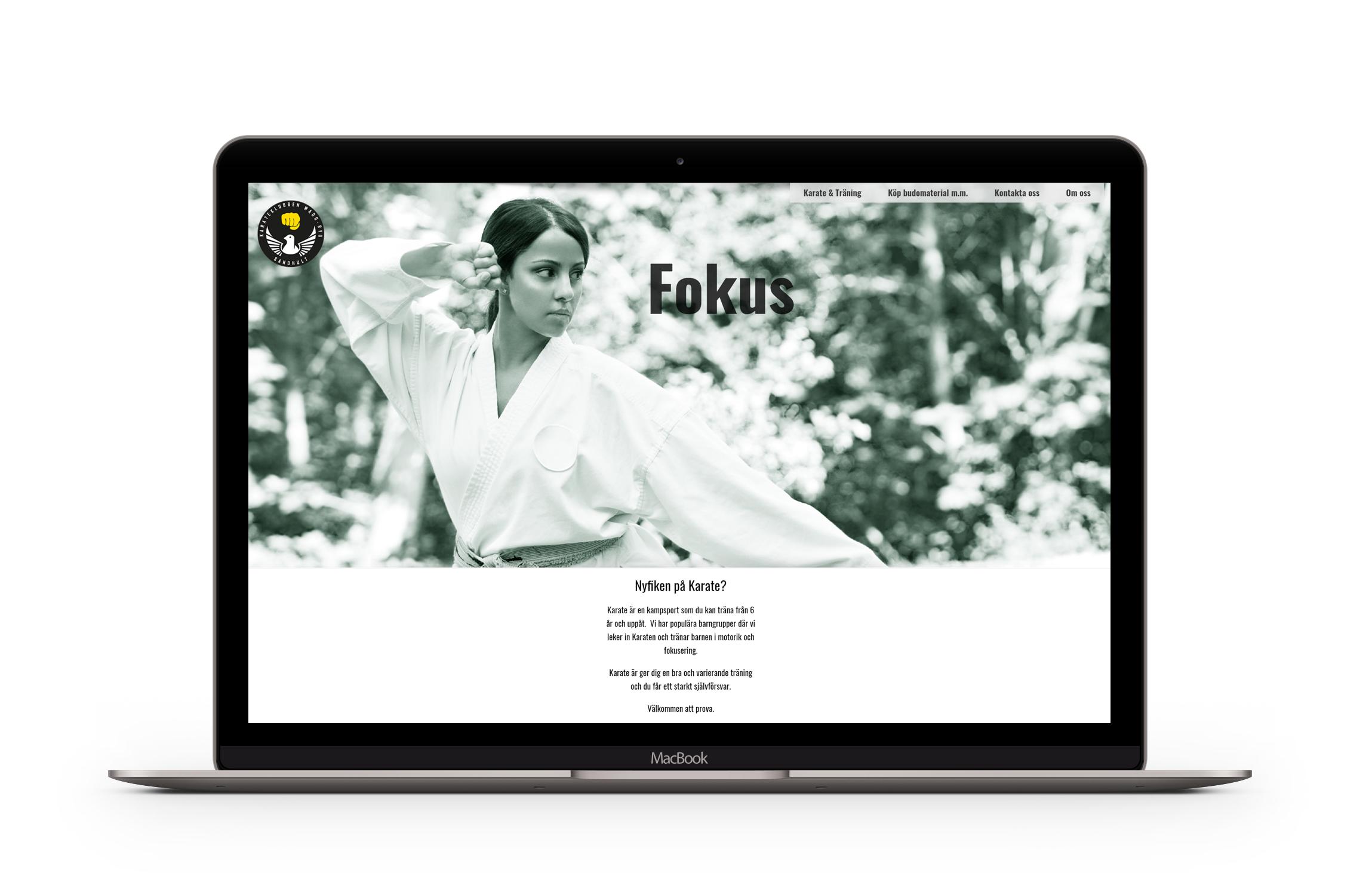 Bärbar dator som visar Karateklubbens hemsida.